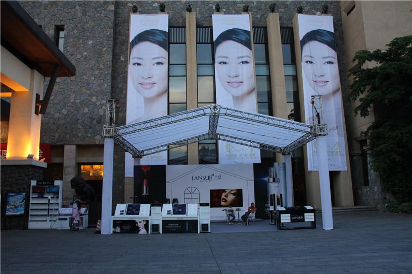 深圳兰瑟化妆产品发布活动策划执行现场;众多公司粉丝们前来助场地,很兴味
