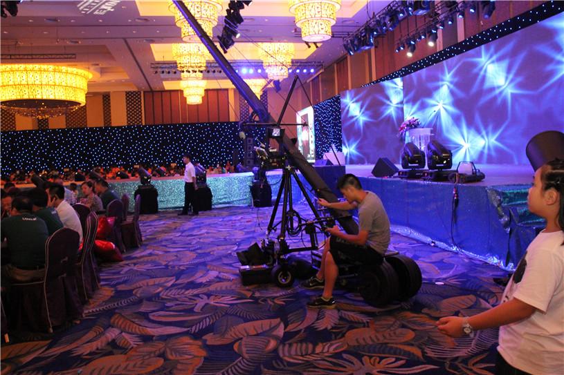 来自五湖四海的朋友,齐聚深圳的这创梦的城市,参加化妆品新产品品发布会现场